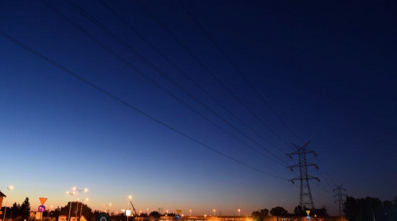 Dystrybucja, a sprzedaż energii elektrycznej – najważniejsze różnice
