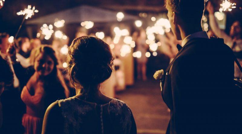 O co trzeba zadbać przy organizacji wesela w plenerze? Sprawdź!