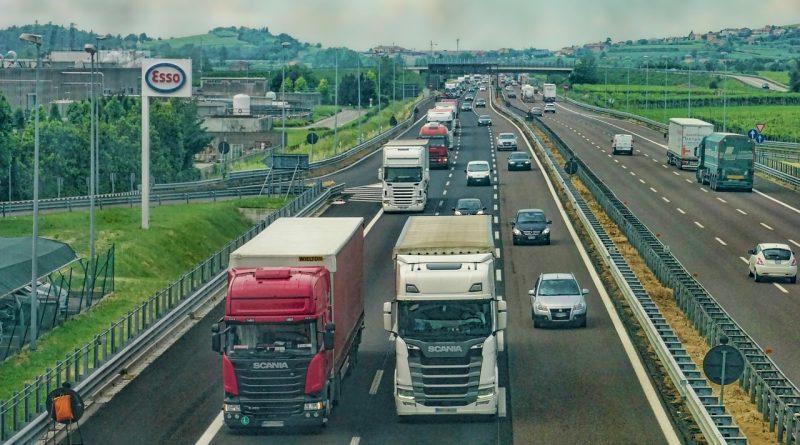 Kiedy warto skorzystać z usług firmy transportowej w Warszawie?