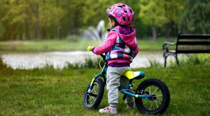 Jaki wybrać pierwszy rowerek dla dziecka? Co musisz wiedzieć przed zakupem?