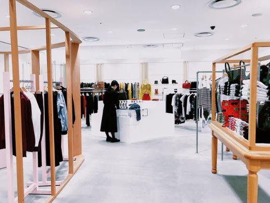 Meble do sklepu – pomóż klientom kupować wygodniej