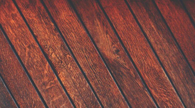 Drewniane podłogi – 3 sprawdzone metody pielęgnacyjne