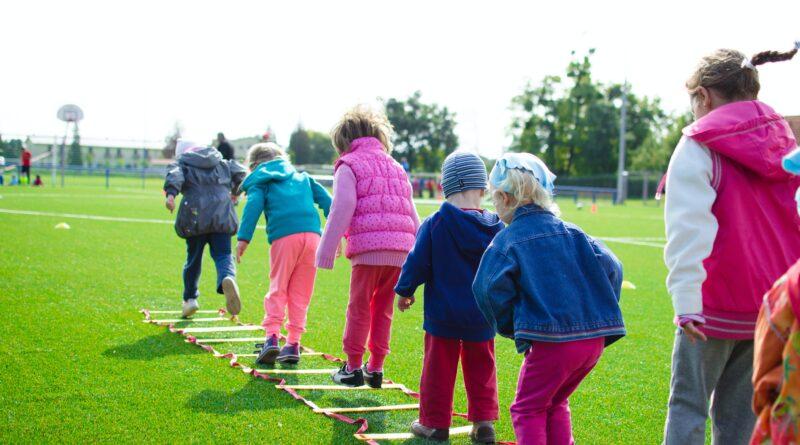 Najlepsze pomysły na aktywne wakacje dla dzieci