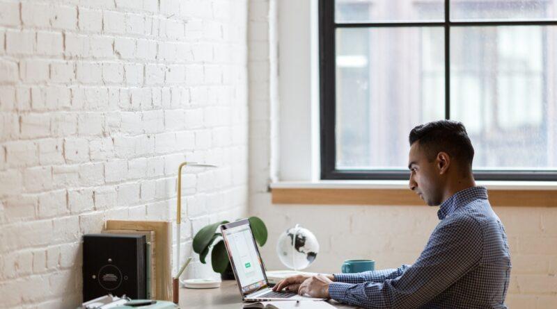 Jak promować swoje umiejętności online i wyróżniać się w konkurencyjnym miejscu pracy?