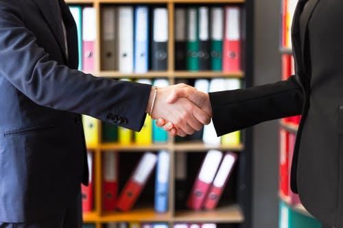 Czym jest i jakie ma zalety outsourcing procesów biznesowych?