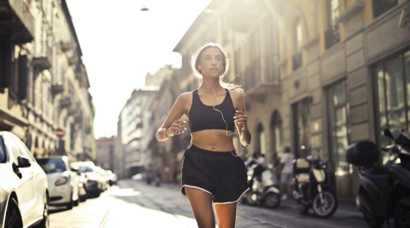 Odzież, obuwie i dodatki 4F idealna podczas biegania – 6 przykładów